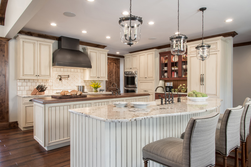 Ideal For Entertaining, The Expansive Kitchen Designed By Ken Henry Of  Alspaugh Kitchen U0026 Bath In Collaboration With Julie Abner Of Julie Abner  Interiors ...